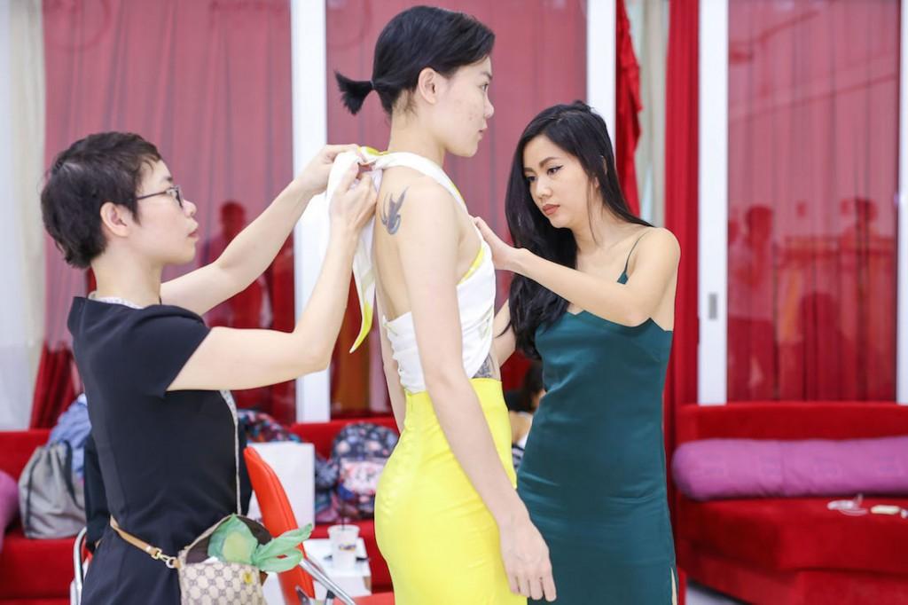 cac-chan-dai-thu-trang-phuc-cho-vietnam-designer-fashion-week-2016-00001