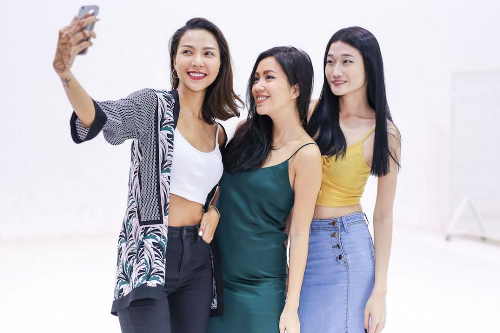 Cô còn selfie cùng Minh Triệu và Kha Mỹ Vân