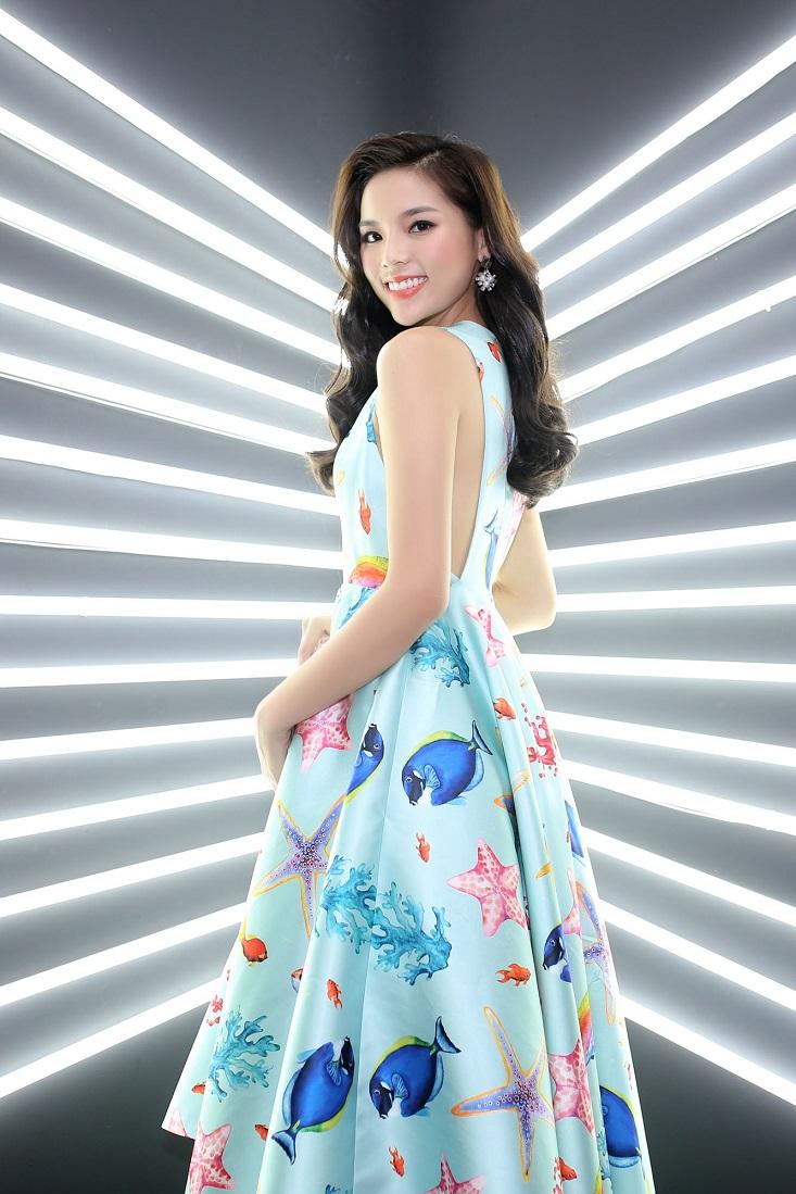 Hoa hậu Kỳ Duyên với chiếc váy biển cả