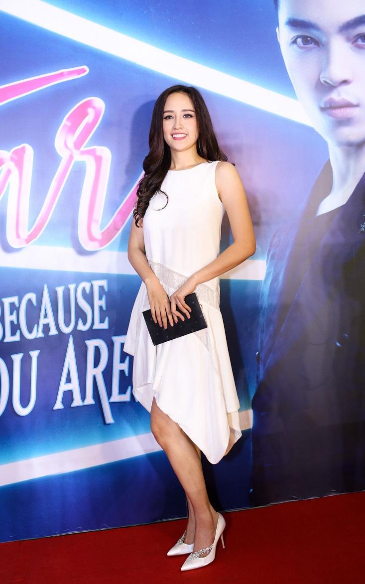 Hoa hậu Mai Phương Thúy tinh khôi trong váy đầm trắng