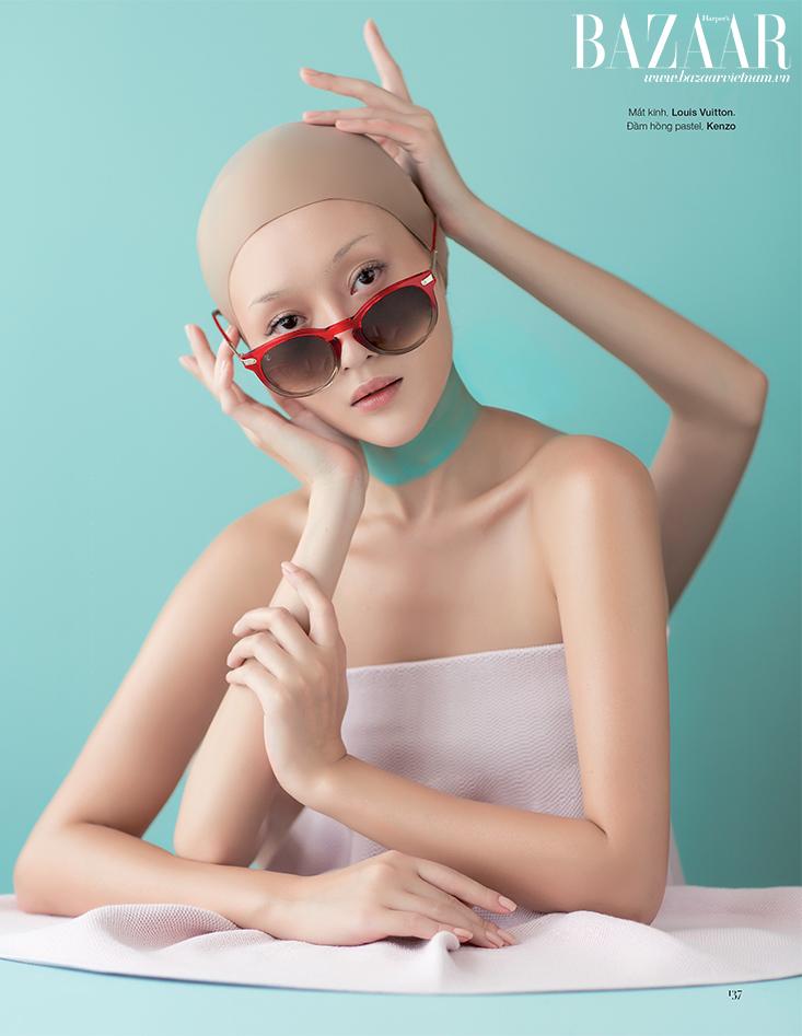Mắt kính Louis Vuitton. Đầm hồng pastel Kenzo