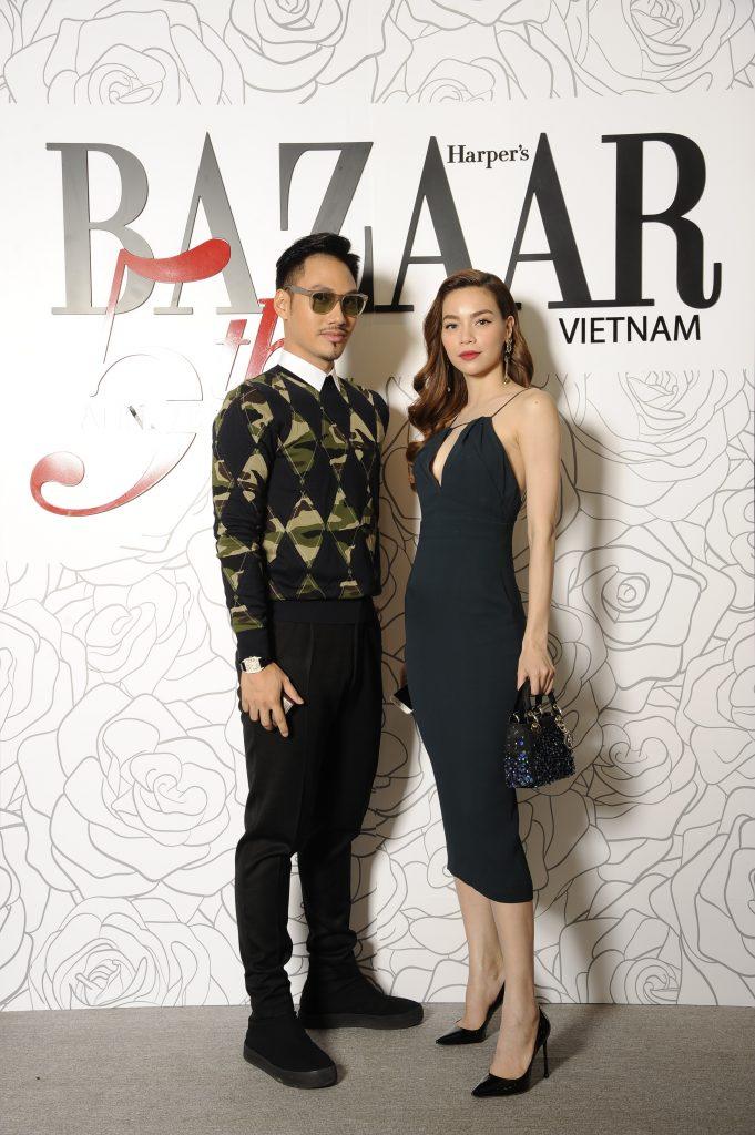 Nhà thiết kế Lý Quý Khánh bên cạnh người bạn thân thiết - ca sỹ Hồ Ngọc Hà. Anh chọn cho mình phong cách lịch lãm thường thấy với các thiết kế Christian Dior