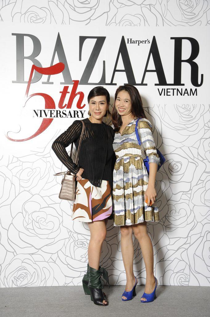 Nữ doanh nhân Hiền Nguyễn chụp hình lưu niệm cùng chị Phạm Ngọc Lưu Uyên – trưởng ban biên tập Harper's Bazaar Việt Nam