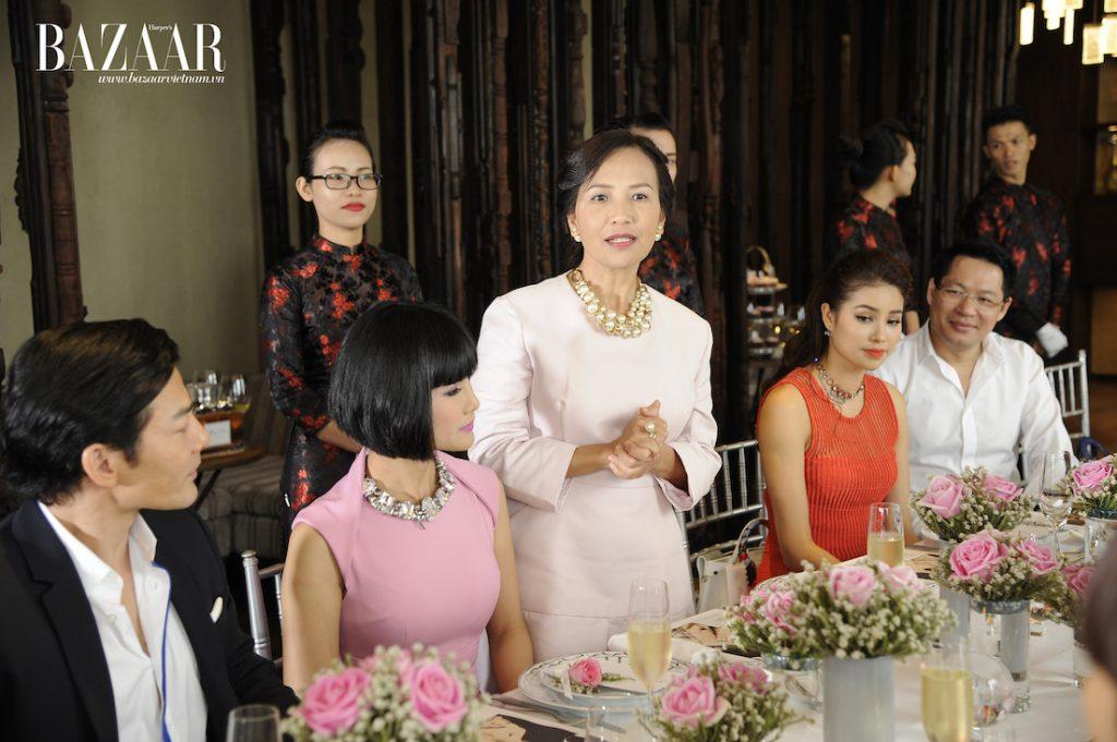 Đại diện Harper's Bazaar Việt Nam – chị Trần Nguyễn Thiên Hương cảm ơn sự hỗ trợ từ Christian Dior Việt Nam