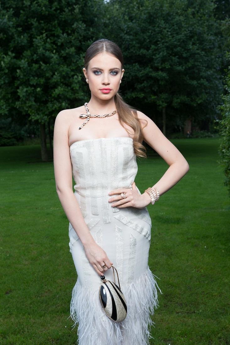 Siêu mẫu Xenia Tchoumi trong mẫu trang sức 18 karat vàng trắng và kim cương tại buổi đấu giá