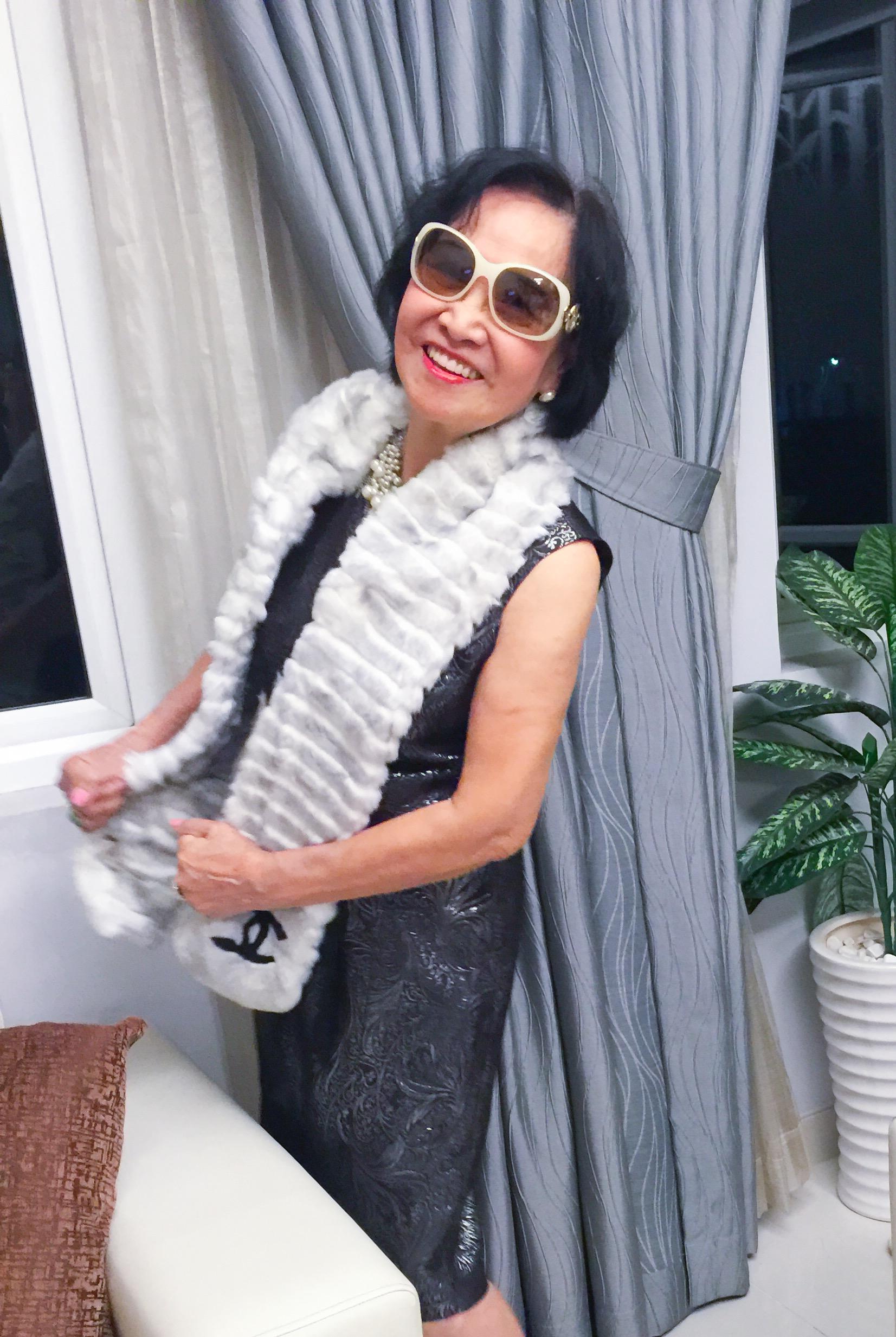 Người phụ nữ 82 tuổi phong cách