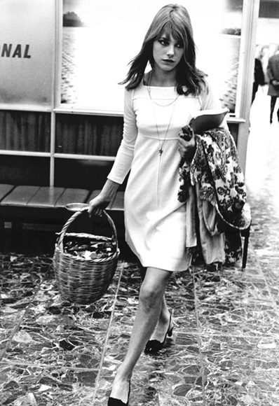 Jane Birkin đã làm đổ hết đồ đạc trong chiếc túi may mà đi đâu cô cũng xách