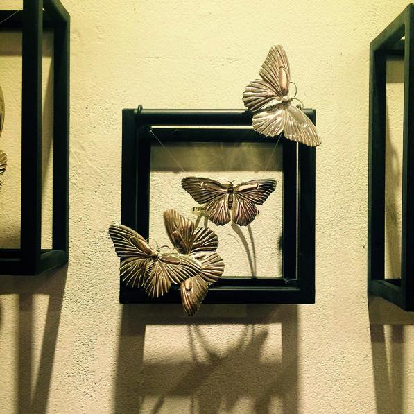 Cài áo hình bướm của Fashion4Freedom do các nghệ nhân người Huế thực hiện
