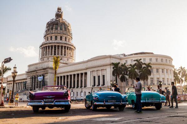 Những chiếc xe cổ Chevy, Chrysler, Pontiac, Buick thập niên 1950 là báu vật của thành phố