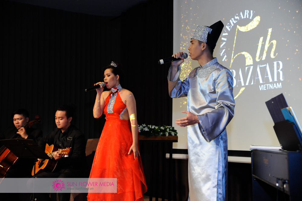 Trang phục do NTK Cory Couture thiết kế riêng cho vở nhạc kịch Chuyện tình nàng Giáng Hương