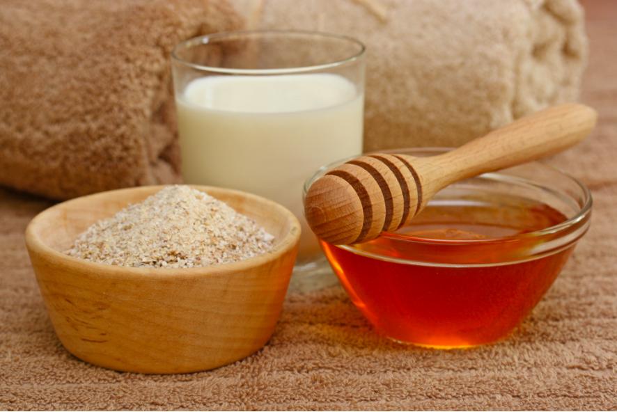 hỗn hợp sữa, mật ong, yến mạch tẩy da chết