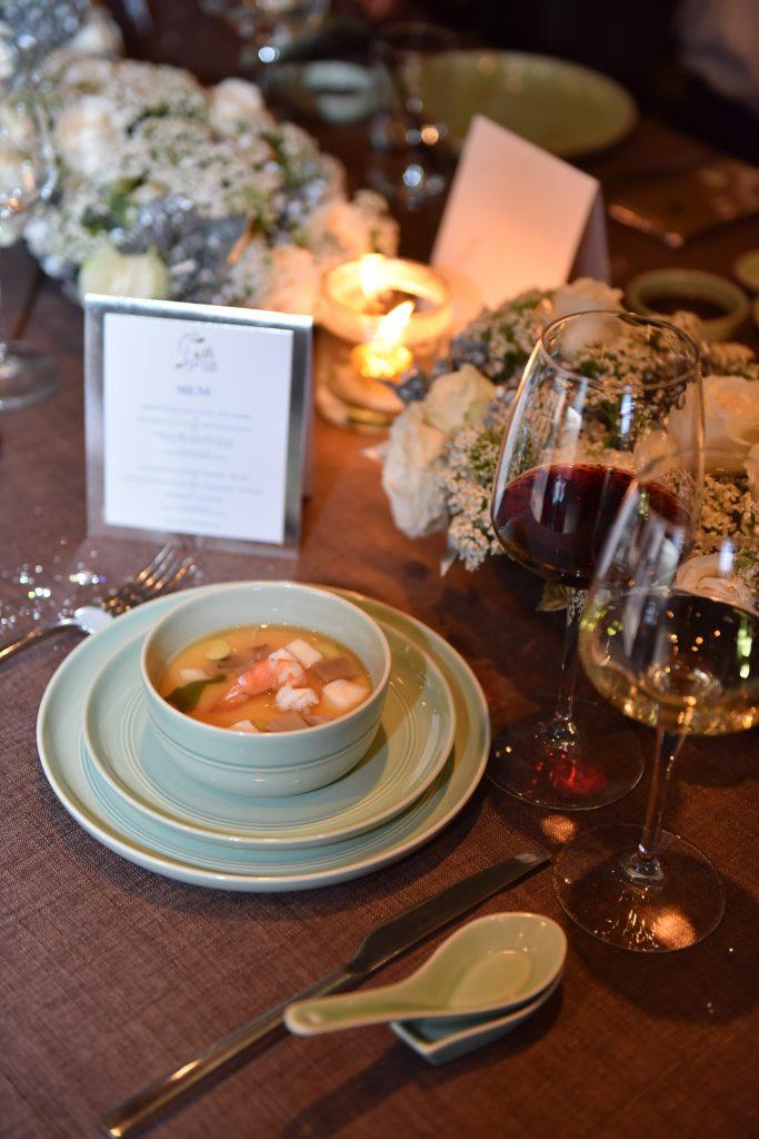 Kết hợp rượu vang và món ăn được coi là thành công khi sự kết hợp đó bổ trợ cho nhau về thành phần, độ đậm đà và kết cấu