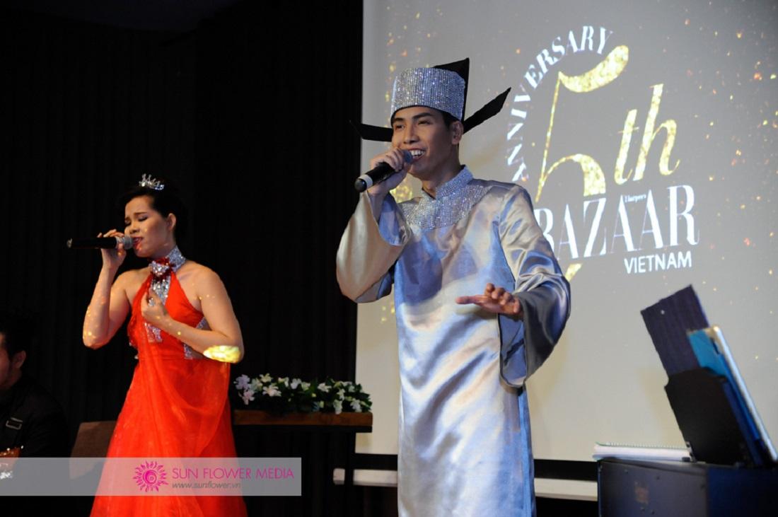 Chị Hoàng Kim và anh Nguyễn Tấn Đạt song ca nhạc phẩm Thiên thai