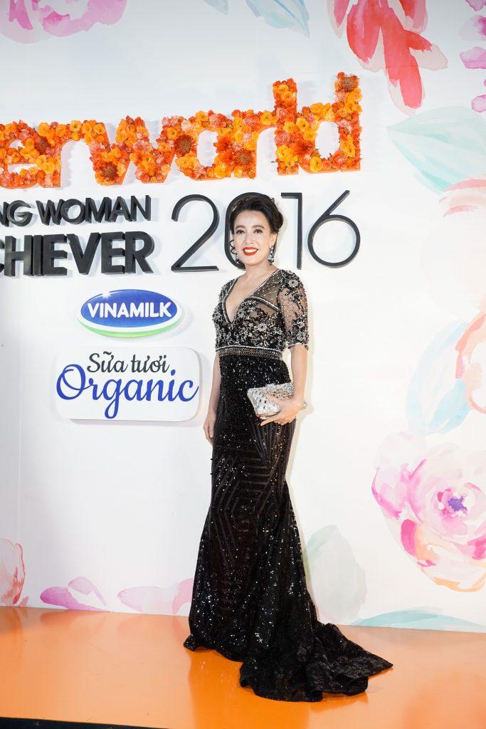 Nữ doanh nhân Đường Thu Hương. Cô cũng thuộc thành phần Ban giám khảo của chương trình