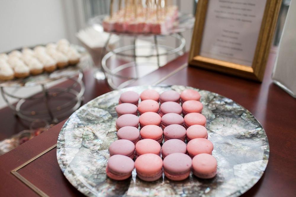 Tiệc trà chiều Park Hyatt cho ngày 8-3 sẽ bao gồm những chiếc bánh macaron hoa hồng xinh xắn