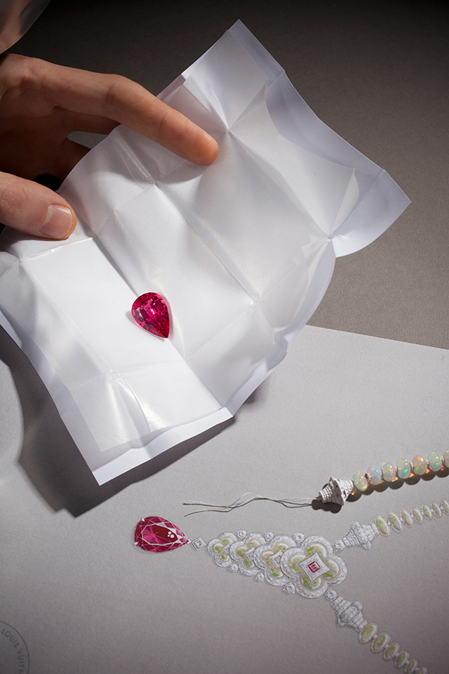 louis-vuitton-blossom-high-jewellery-collection-making-buro247sg
