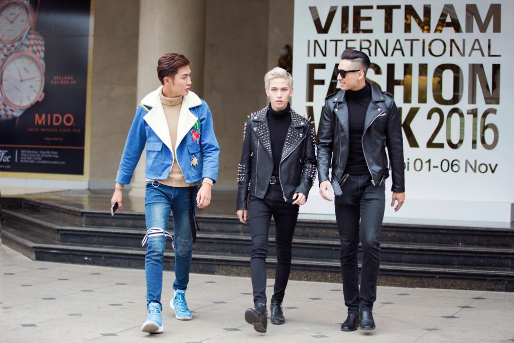 Sắc đen tràn ngập street style Vietnam International Fashion Week 2016