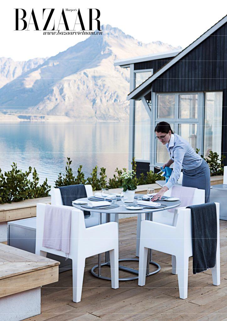 Các nhân viên riêng sẵn sàng phục vụ bạn trong những bữa tối riêng tư