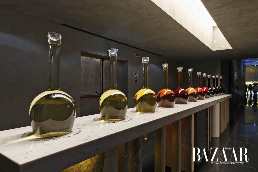 Những hội chợ vang lớn là địa điểm lý tưởng để thưởng thức những thức vang mới, đồng thời dễ dàng tìm thấy những chai vang ngon với mức giá hữu nghị