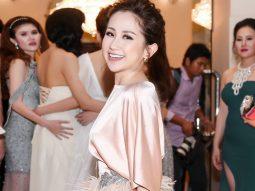 Trâm Nguyễn nhận giải Nữ doanh nhân phong cách của năm tại Gala WeChoice Awards 2016