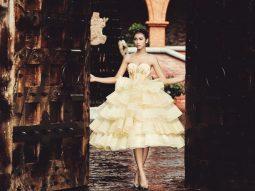 """""""Cô dâu"""" Nguyễn Oanh dịu dàng trong chiếc váy cưới đính 5000 hạt pha lê"""