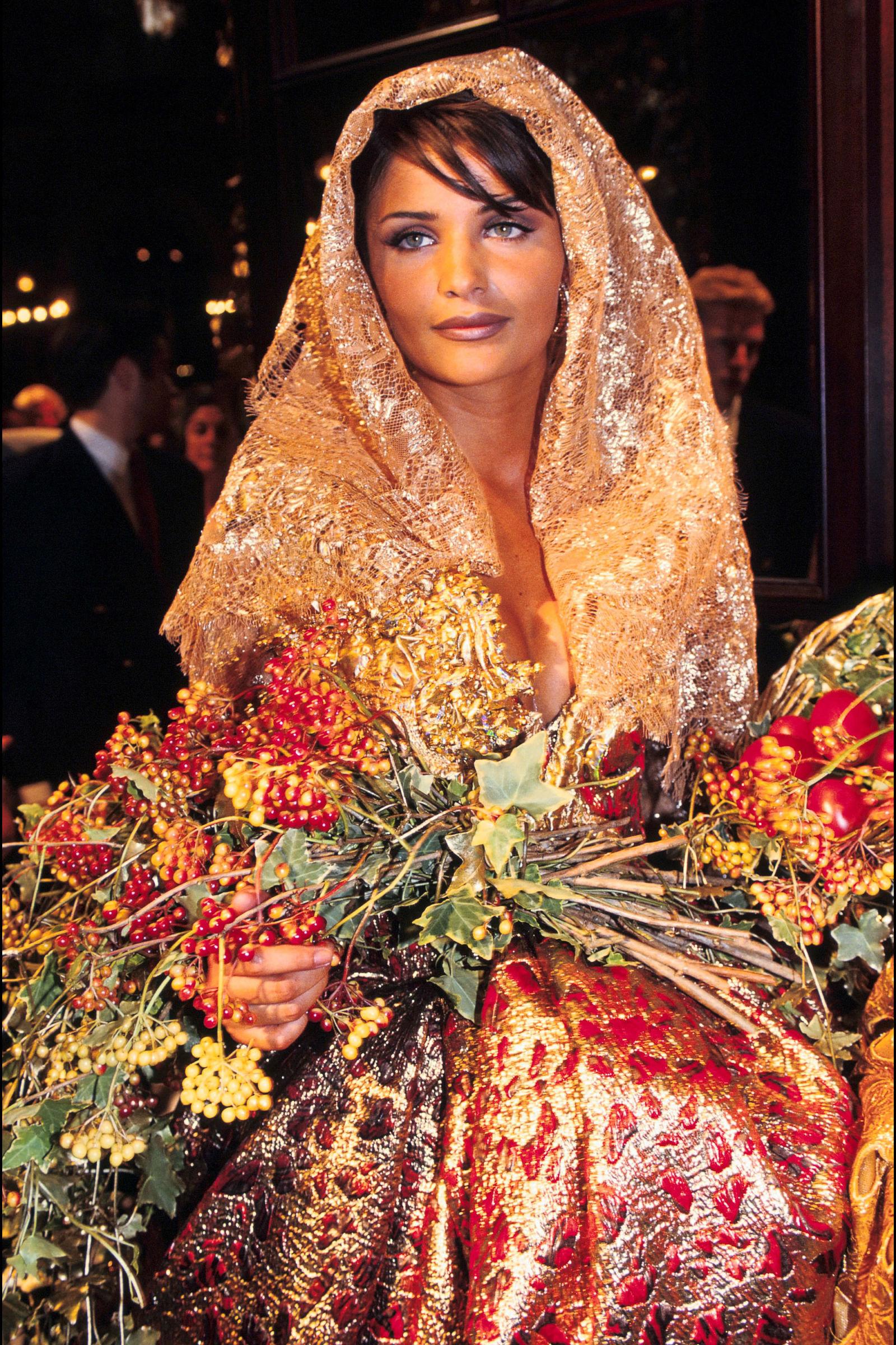 Helena Christensen trong trang phục Dior, 1992