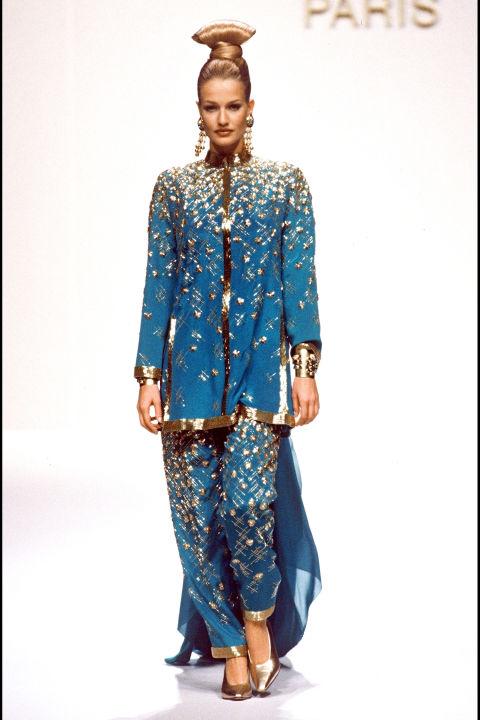 Karen Mulder trong trang phục Jean Louis Scherrer, 1994