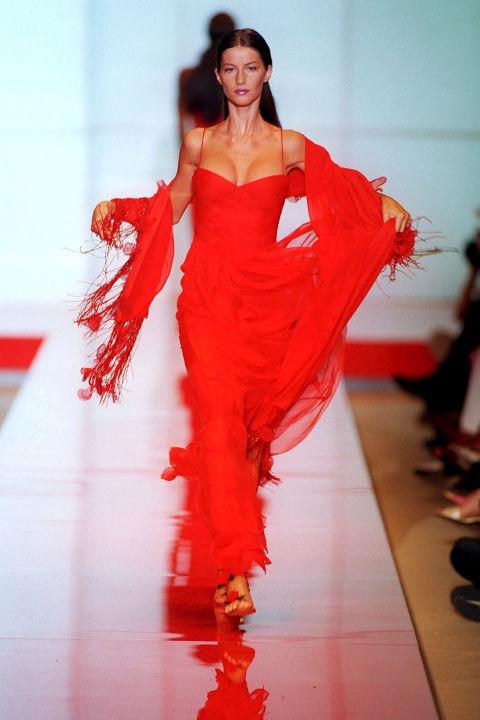 Gisele Bundchen trong trang phục Valentino, 1999
