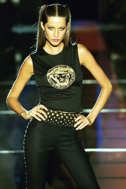 Gisele Bundchen trong trang phục Versace, 1999