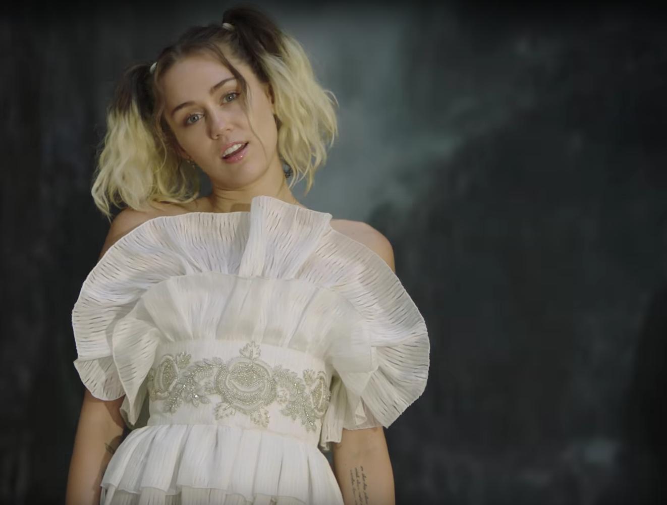 20171305 Miley Cyrus white dress 1
