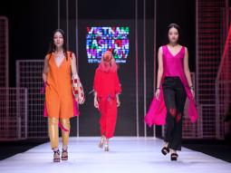 Tuần lễ thời trang Quốc tế Việt Nam SS 2017: Những gam màu bay bổng của Hà Linh Thư