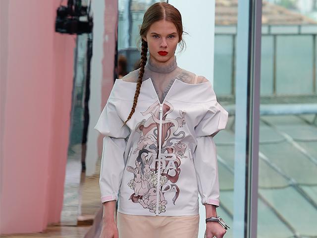 Áo khoác off-shoulders in họa tiết