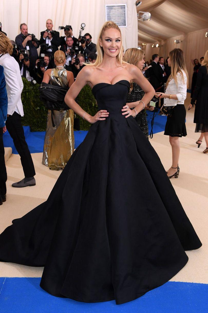 Ngọc nữ của nhà mốt Victoria's Secret - Candice Swanopel trong thiết kế được thương hiệu Topshop dành riêng cho Met Gala năm nay.