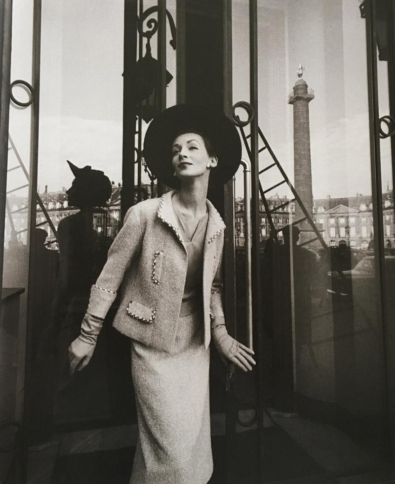 Người mẫu Ruth trên tạp chí Harper's Bazaar năm 1957 trong trang phục Chanel, bà cũng là vợ của Gleb Derujinsky
