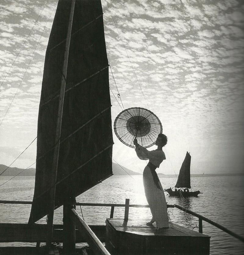 Người mẫu Ruth Newmann-Derujinsky trên tạp chí Harper's Bazaar năm 1958 do Gleb Derujinsky thực hiện