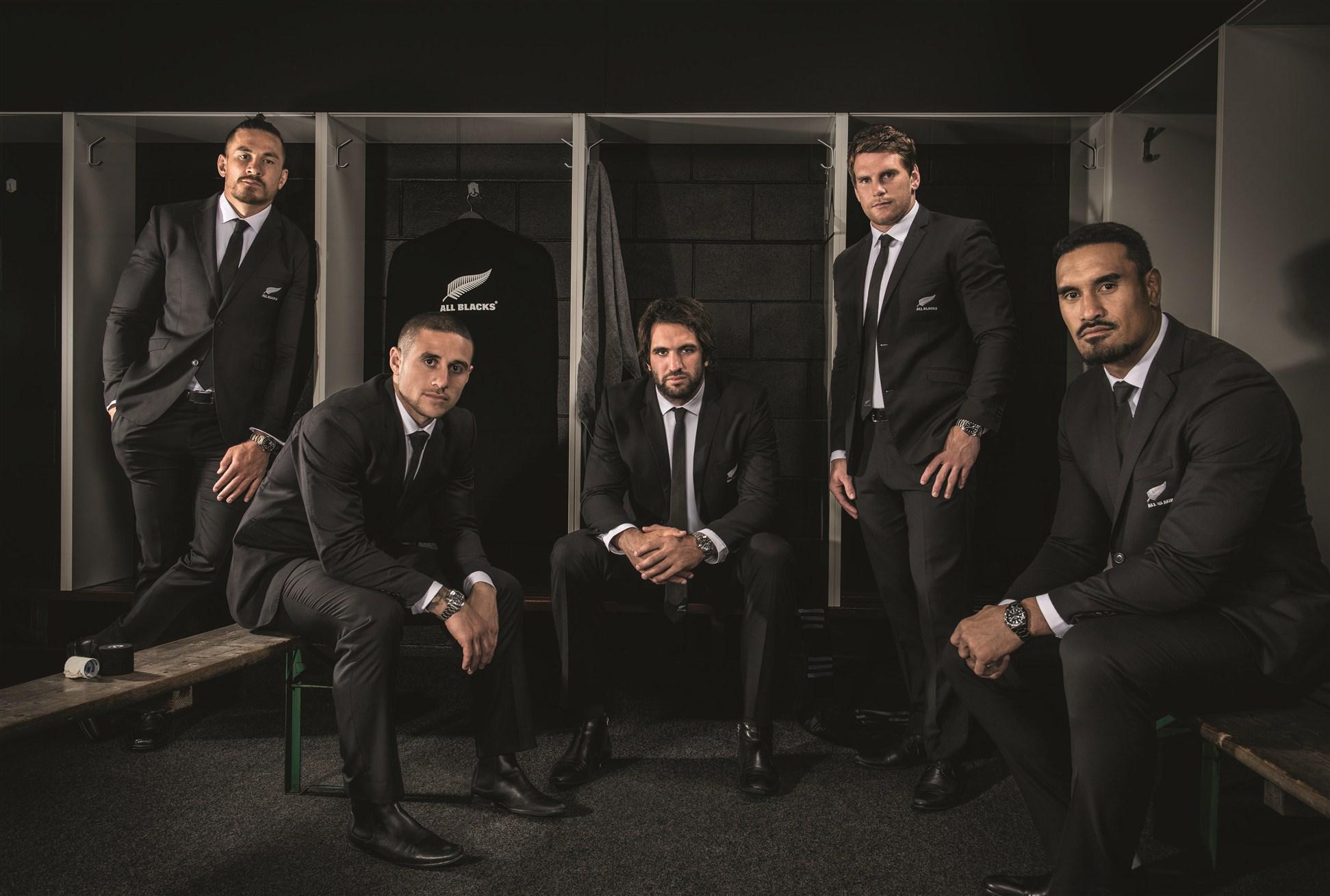 Hình ảnh các thành viên trong đội bóng bầu dục nổi tiếng All Blacks với đồng hồ Tudor.
