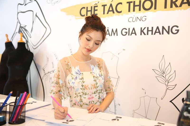 Quán quân The Face Việt Nam 2017 Tú Hảo