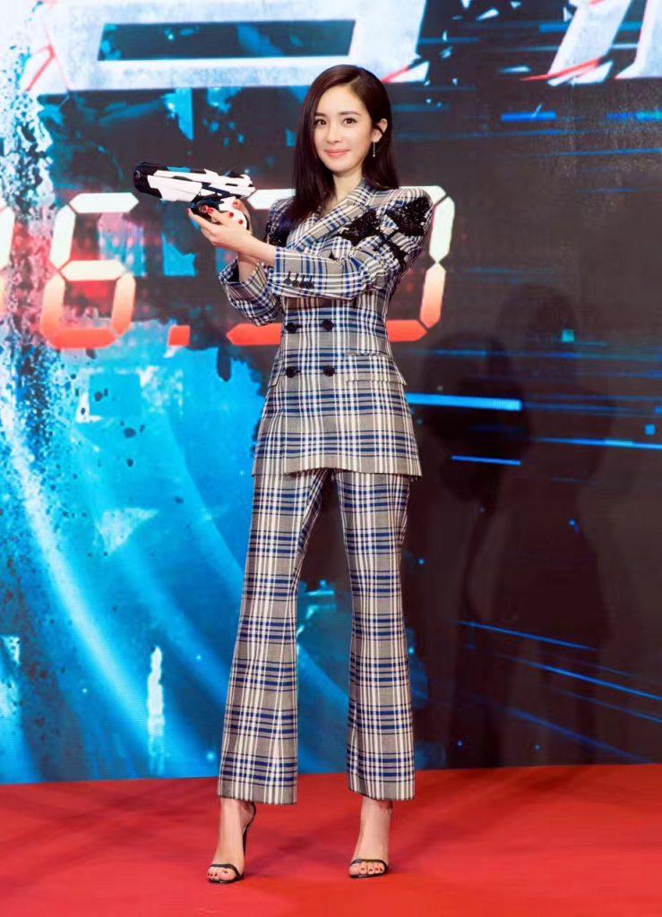 20171011 sao nữ diện giày jimmy choo minny 05