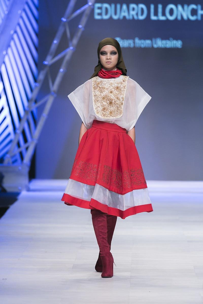 Những thiết kế gợi ra hình ảnh trang phục truyền thống của Ukraine.
