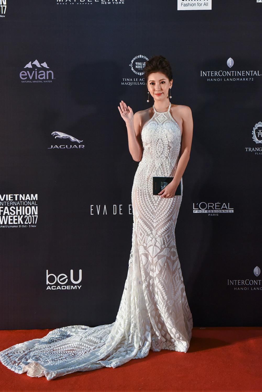 Á hậu Hàn Quốc Ju Ji Hoon đẹp không tì vết xuất hiện trên thảm đỏ VIFW F/W 2017.