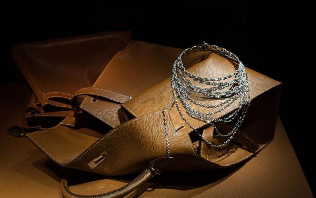 Túi và trang sức của thương hiệu danh tiếng Hermes