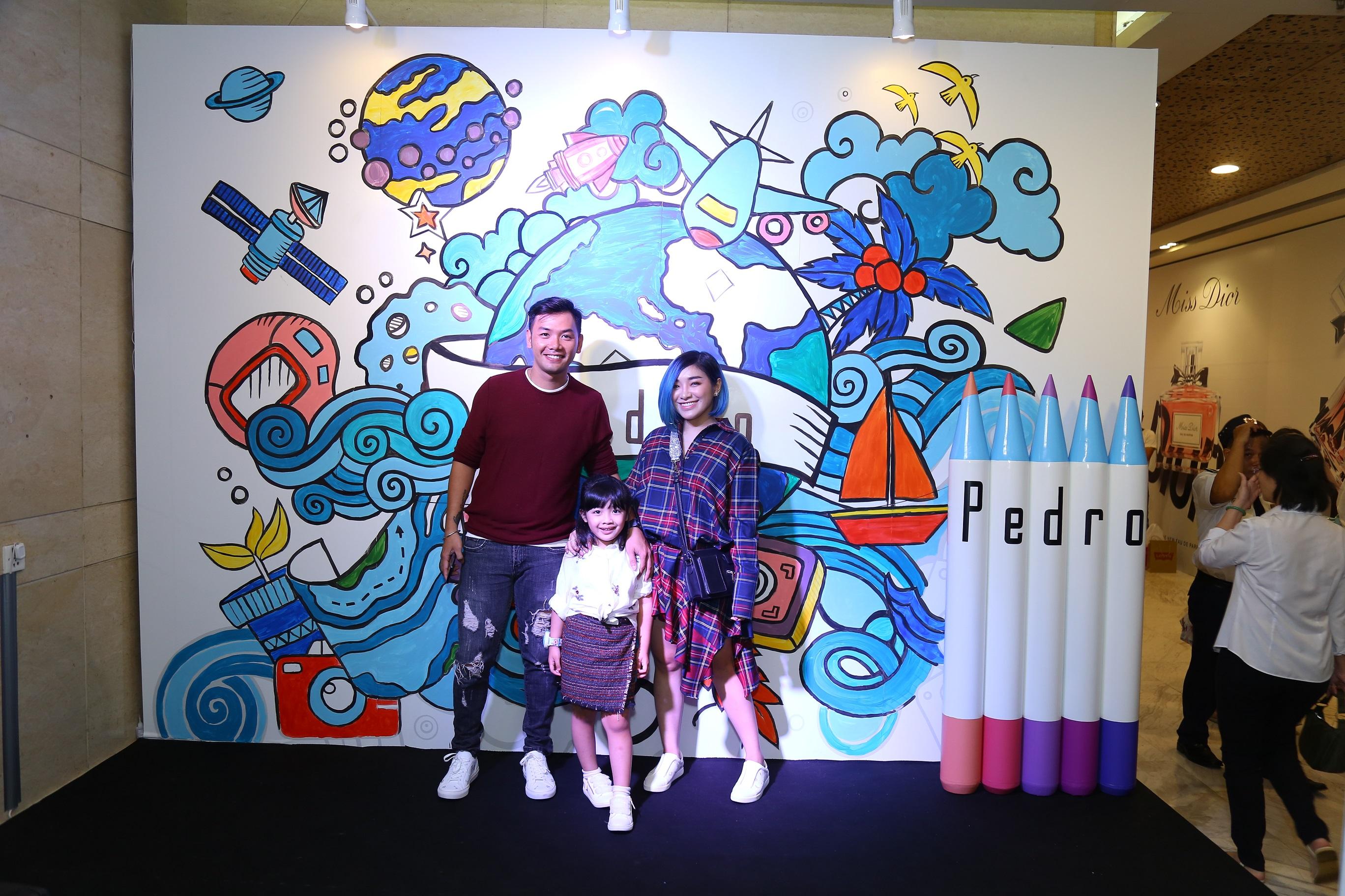 Gia đình Mina Liêu và bé Sunny tươi tắn đến dự sự kiện Pedro Fights Aids.