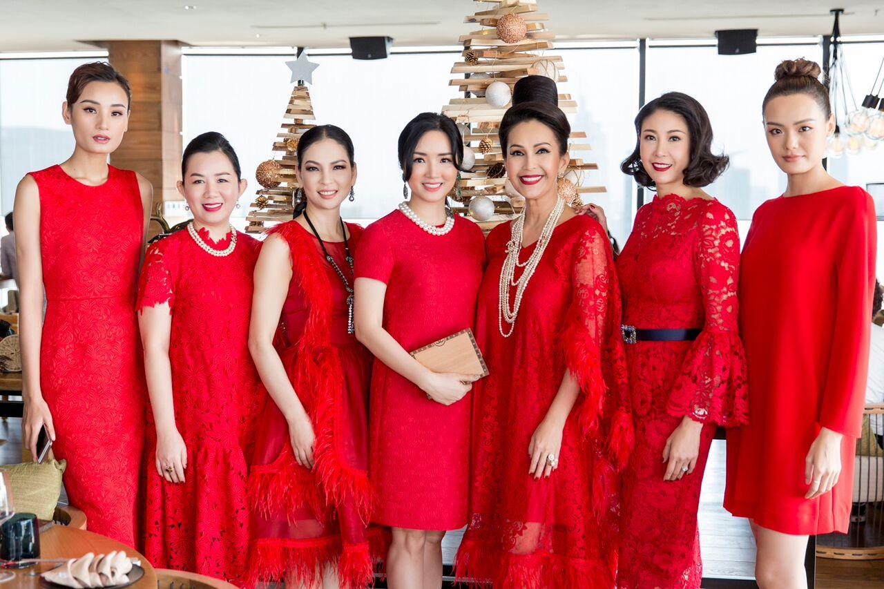 Người mẫu Lê Thuý, Lê Thanh Thảo thanh lịch với dáng đầm bodycon cổ điển; đầm rộng tay xẻ gọn gàng.