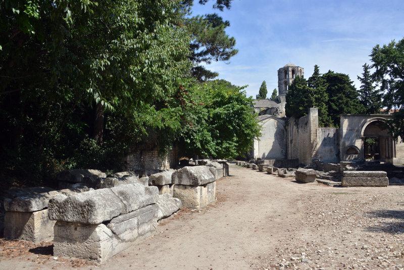 Một quang cảnh khác tại khu nghĩa trang