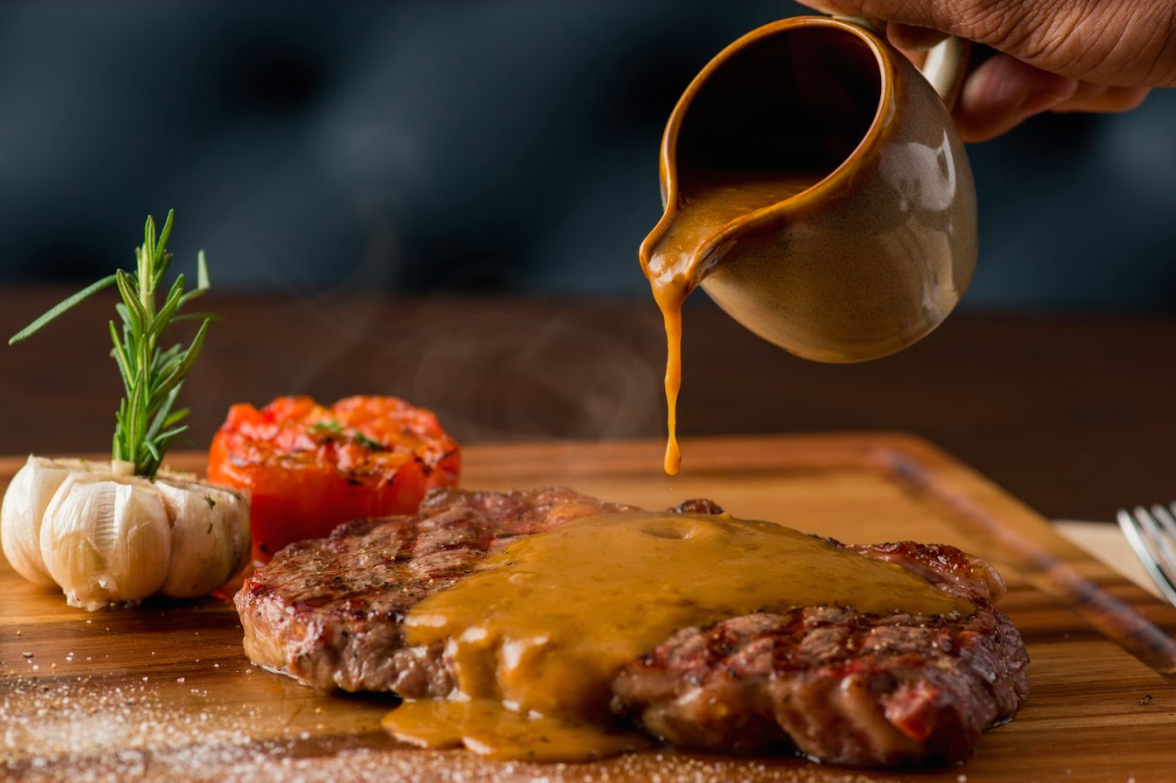 Nước sốt dùng với Steak đa dạng và được làm trên công thức riêng của bếp trưởng
