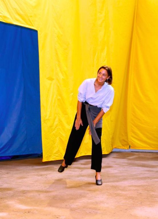 Nhà thiết kế Phoebe Philo sau buổi trình diễn Xuân Hè 2016.