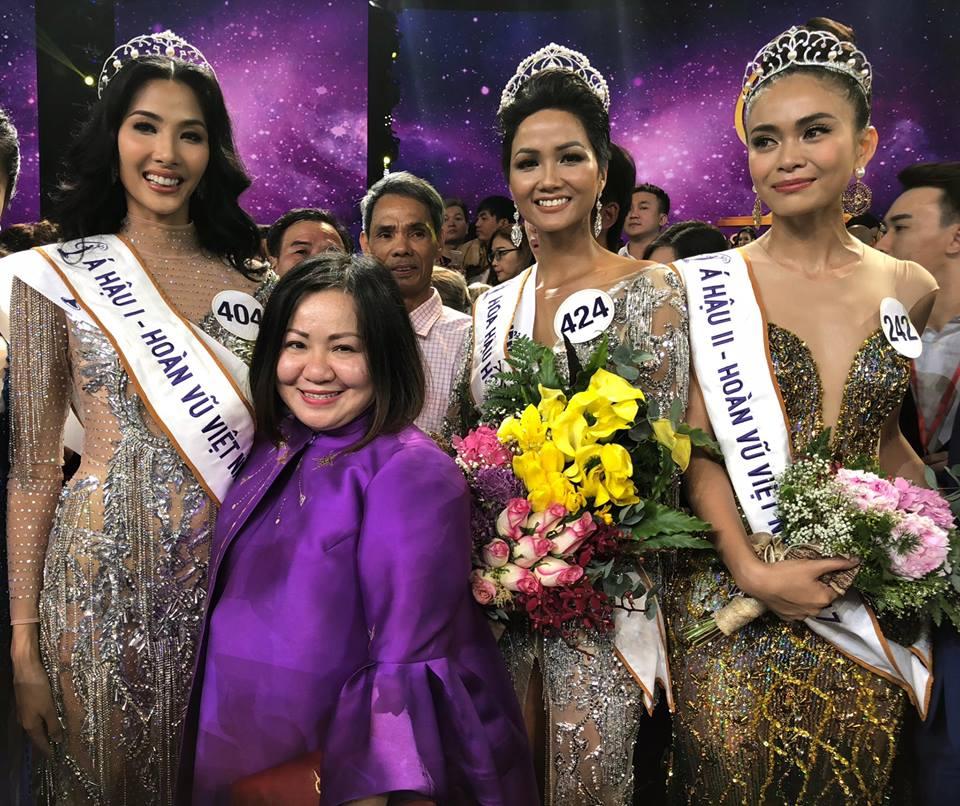 Bà Trang Lê cùng top 3 Hoa Hậu Hoàn Vũ Việt Nam