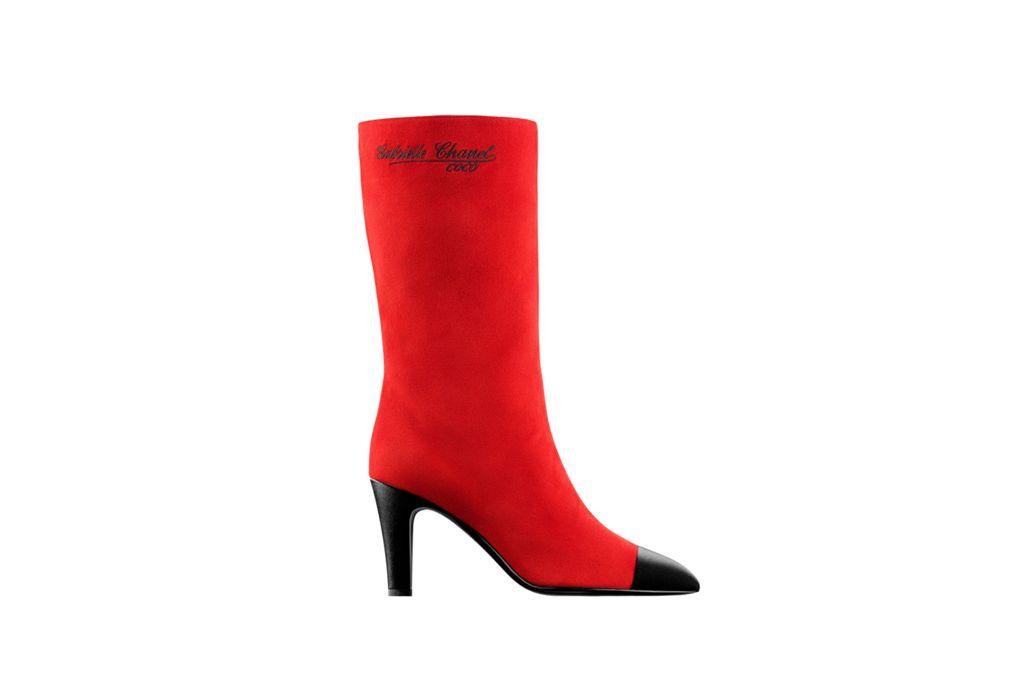 Giày boots đỏ da lộn của Chanel