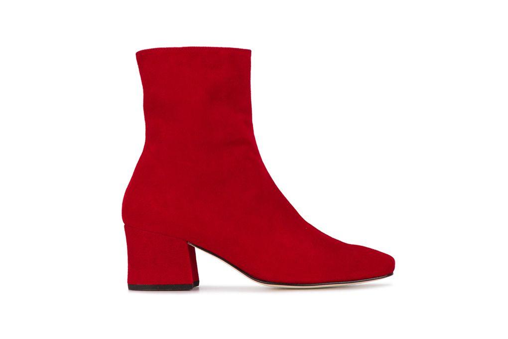 Giày boots đỏ da lộn của Dorateymur