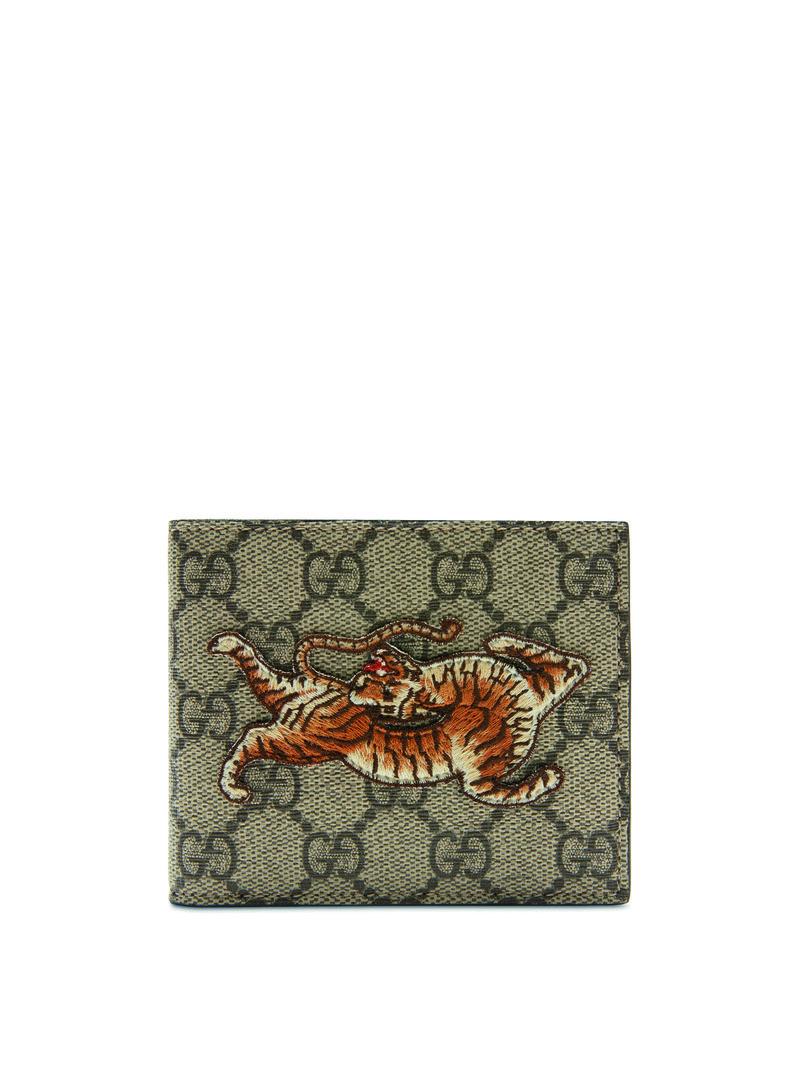 Hoạ tiết hình chú hổ đặc quyền tại cửa hàng Gucci ở